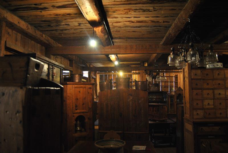 フランコの倉庫内部